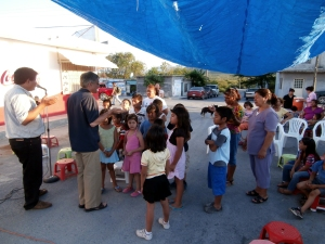 David (dark shirt) street ministry in Mexico